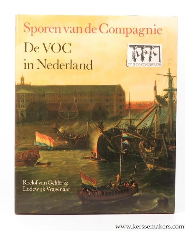 GELDER, ROELOF VAN/ LODWEIJK WAGENAAR. - Sporen van de Compagnie. De VOC in Nederland.